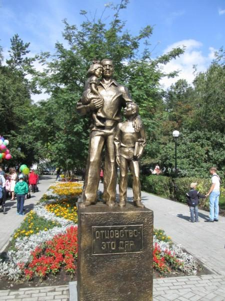 Тюмень Памятник папе